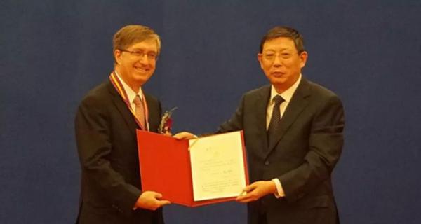 "Jeffrey Lehman 荣获""最具影响力的外国专家""称号"
