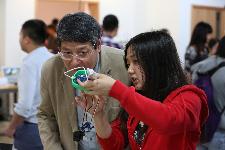 Student shows YU inner workings of robotic prototype