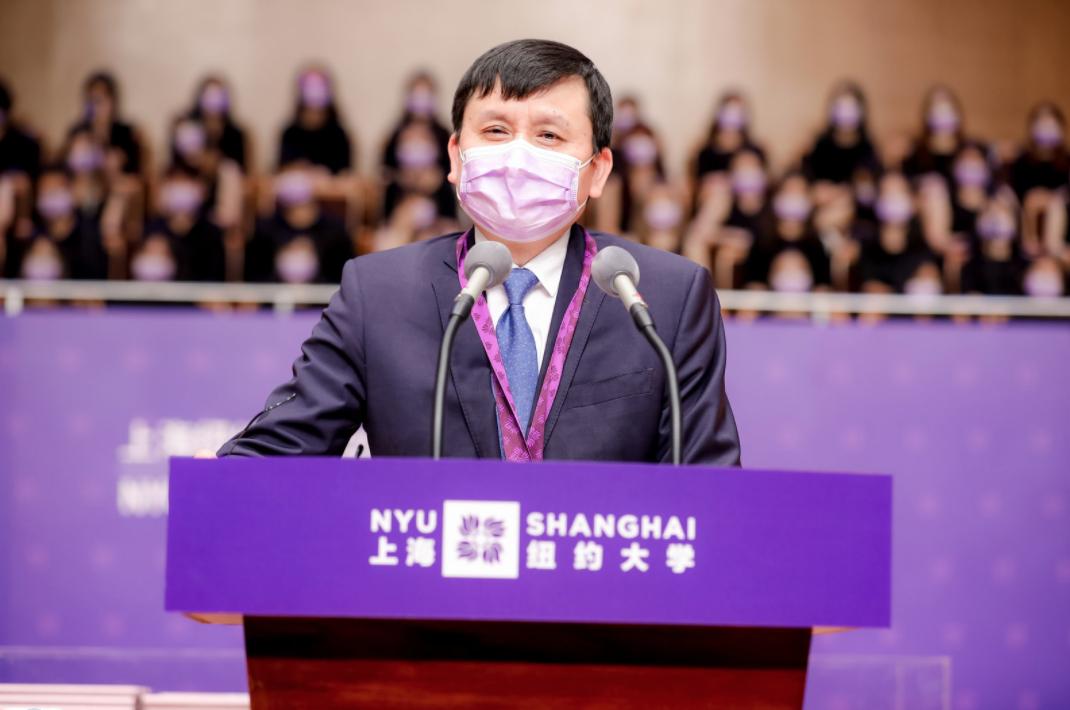 Dr. Zhang Wenhong wears mask while speaking at podium