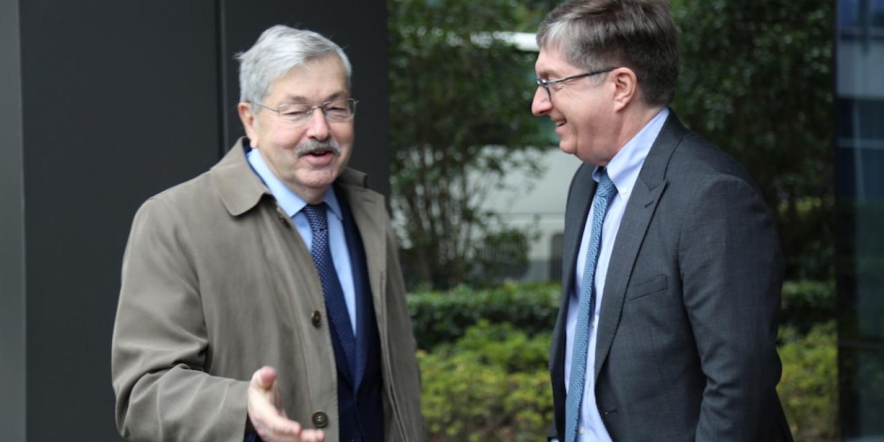 12月7日,美国驻华大使布兰斯塔德(Terry Branstad)到访上海纽约大学,与学生就中美关系进行了一场开放式讨论。