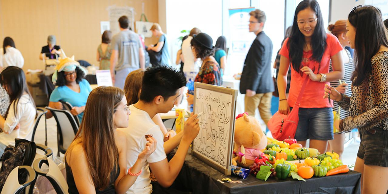 On-campus job and involvement fair on August 29, 2015. (Photo by Mei Wu)