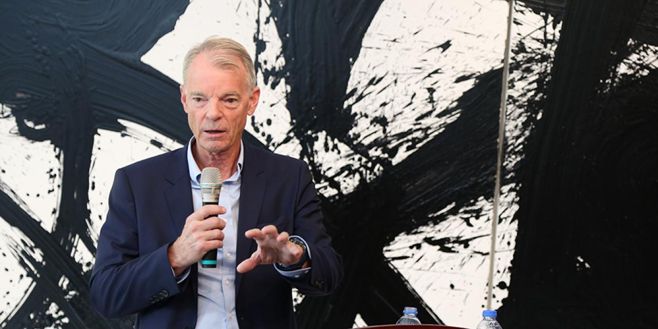 NYU Shanghai students met with the Nobel Laureate Michael Spence on Oct. 27, 2015.  (Photo by: Dylan J Crow)