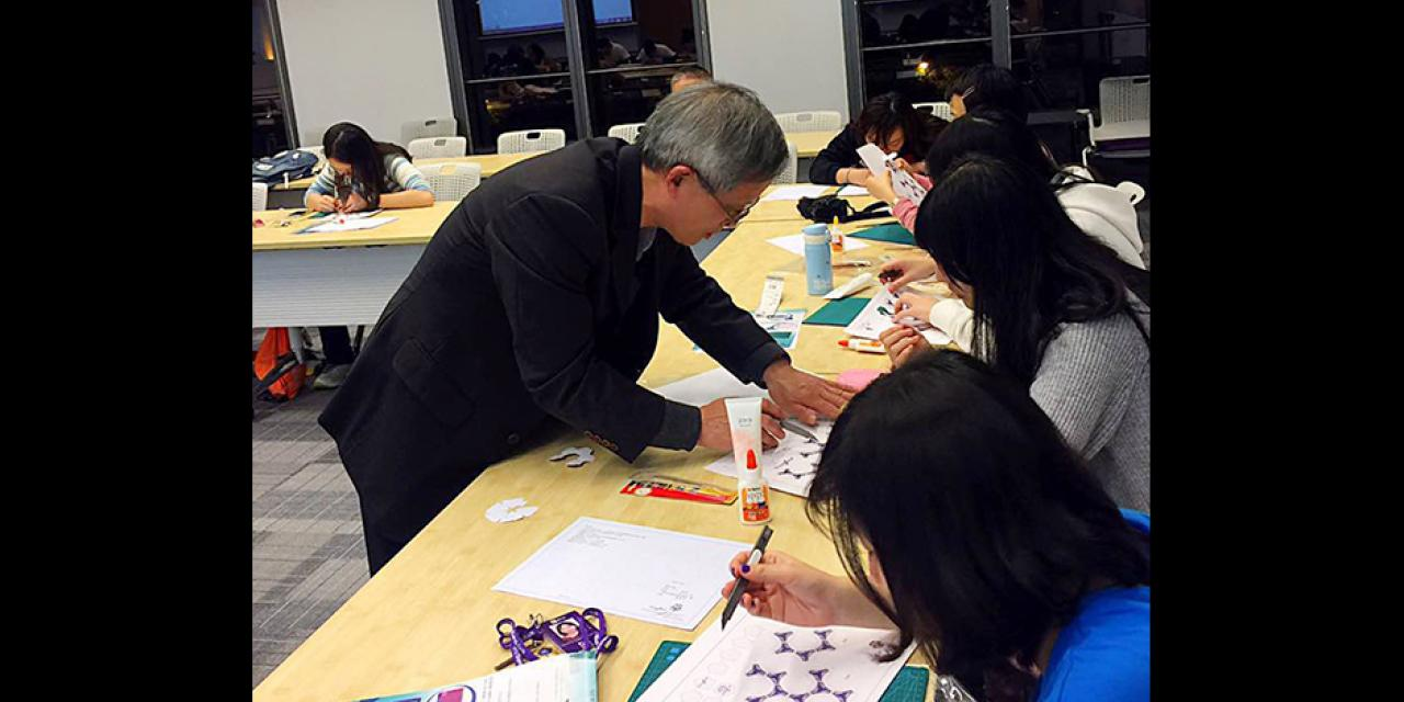 Master paper craftsman Huifang Zhang shared his experiences building architectural replicas with NYU Shanghai students on December 1 (Photos by: NYU Shanghai)