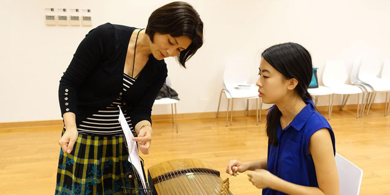 Chinese Music Lesson @ NYU Shanghai, October 11, 2014 (Photo by Danni Wang)