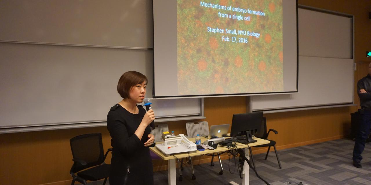Professor Stephen Small discussed the molecular mechanisms in gene expression on February 17. (Photo by: Miki (Bin) Xue)