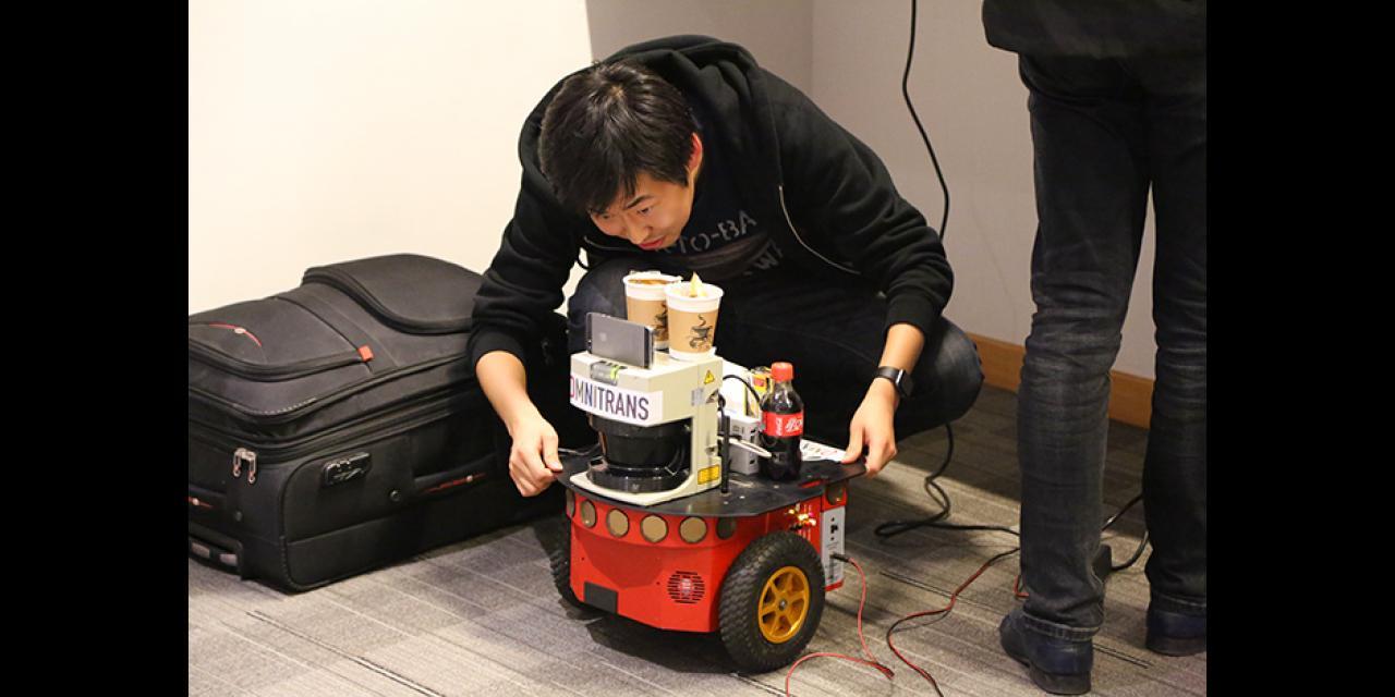 2015年11月7日至8日,上海纽约大学迎来了来自25个国家的创客高手,开启第二届中国最大规模的双语青年创客大赛。赞助者们与选手们济济一堂,享受共同参与、共同创新的乐趣。 (摄影:NYU Shanghai)