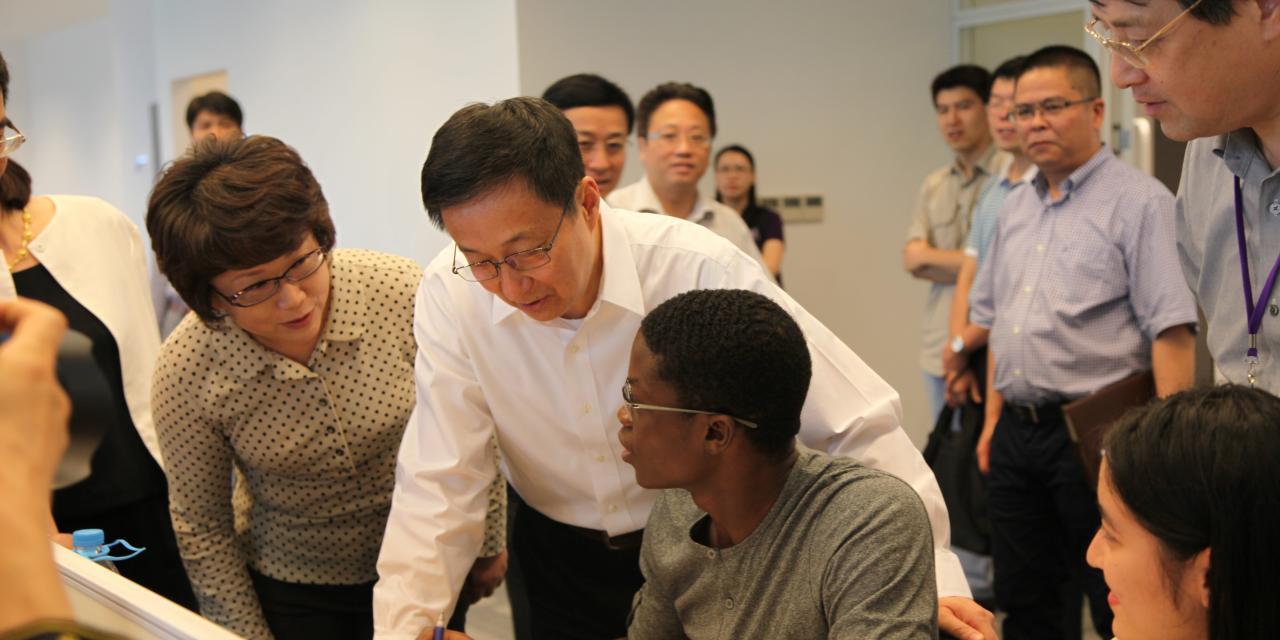 2014年9月1日,上海市委书记韩正视察上海纽约大学。