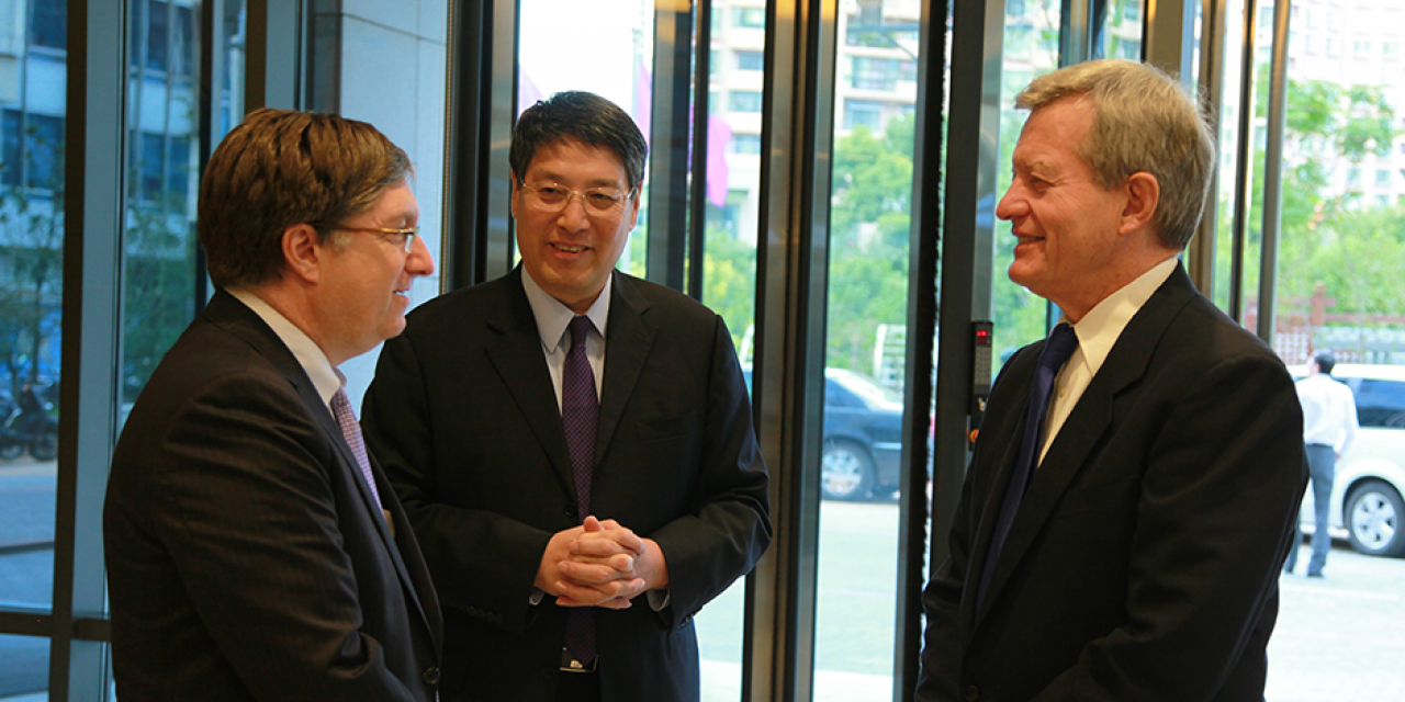 U.S. Ambassador Max Baucus Visits NYU Shanghai, October 7, 2014. (Photo by Rhine LU)
