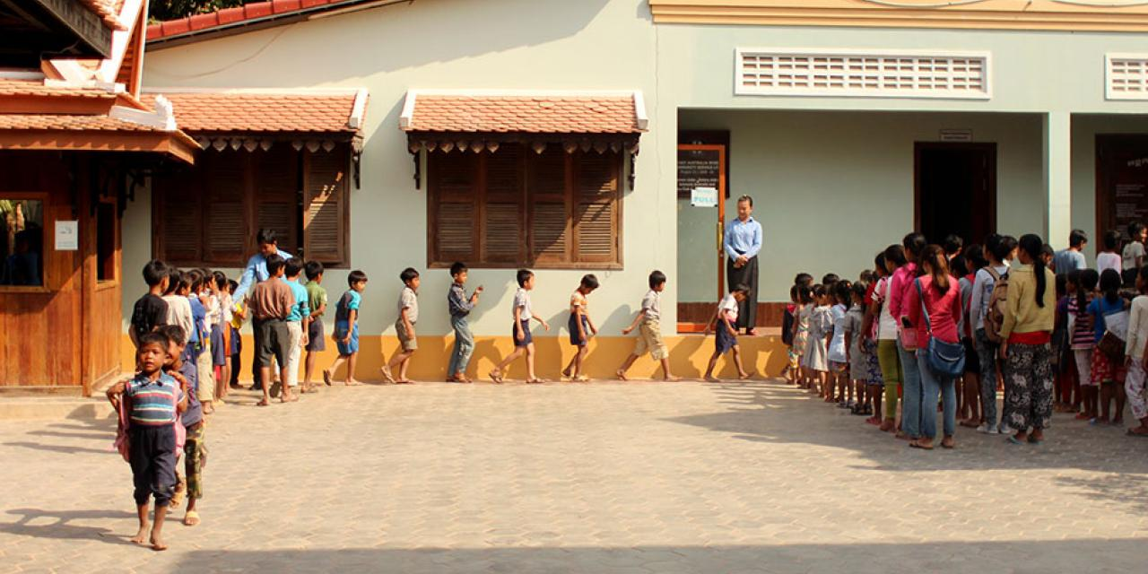 Deans' Service Scholars travel to Siem Reap, Cambodia over winter break to collaborate with Project New Hope. January 2015. (Photo by Weilun Zhang)