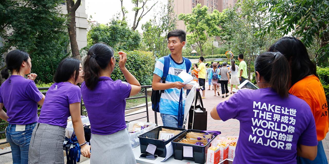 来自39个国家的学生今天搬入宿舍,开启了他们在上海纽约大学的新旅程。2020届新生,欢迎来到你们的新家!(摄影:NYU Shanghai)