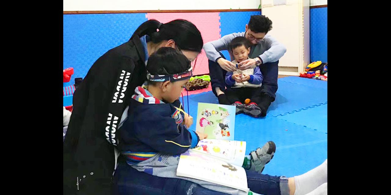 Scholars from the Chiheng Foundation Group visited Shanghai Healing Home, which provides pre and post-surgical care to abandoned Chinese orphan babies born with surgically correctable deformities.