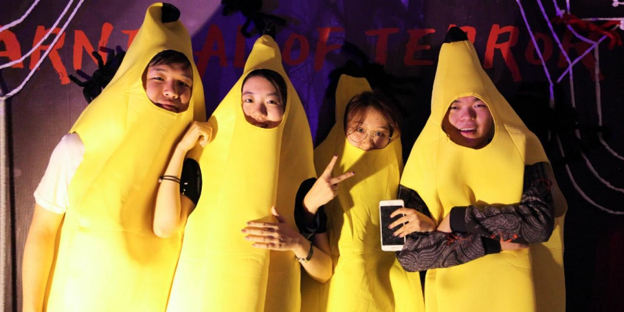 The sophomores went bananas! In this bunch: Bryan Bai, Angel Yang, Krystal Li and Mitchell Li (柏驭枫 '22,杨紫昀 '22,李雪凝 '22,李隆昱'22) Photo by Nathaniel Luo '22