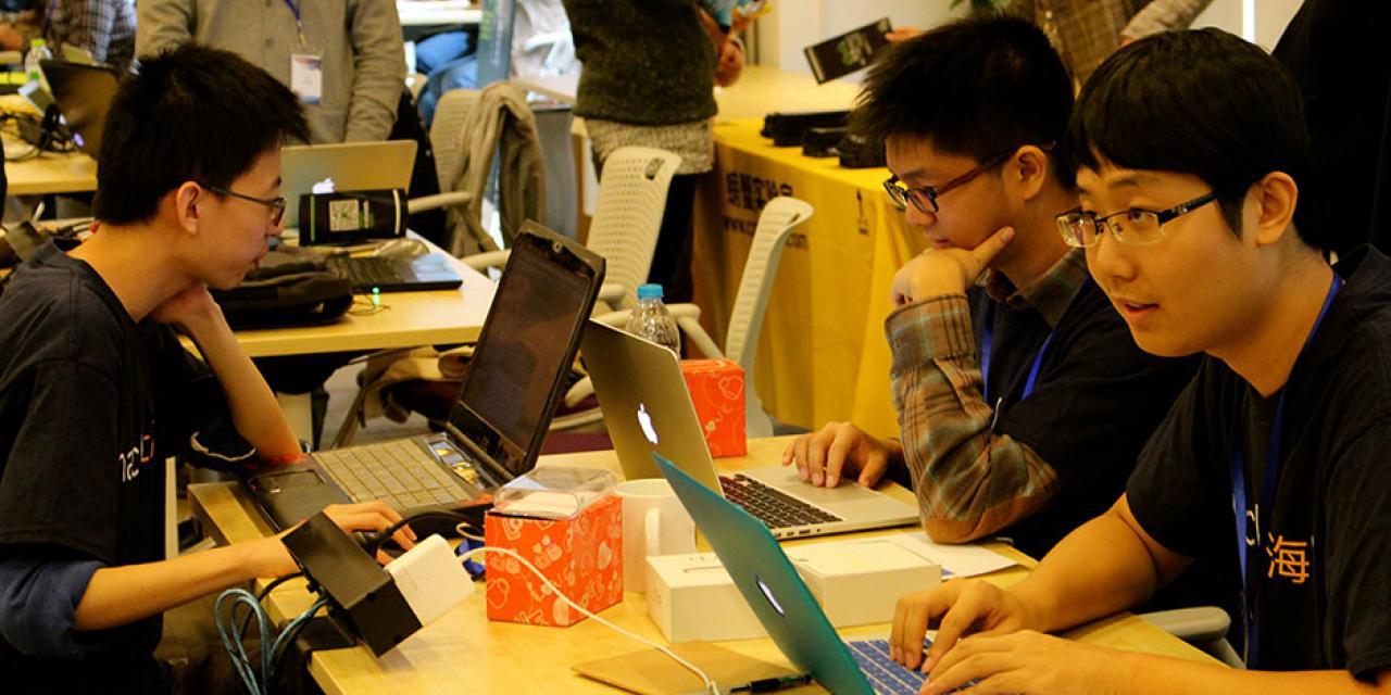 11月15日至16日, 250名来自世界各地的大学生创客高手相聚于上海纽约大学举办的创客武林大会 (摄影:王孙怡)