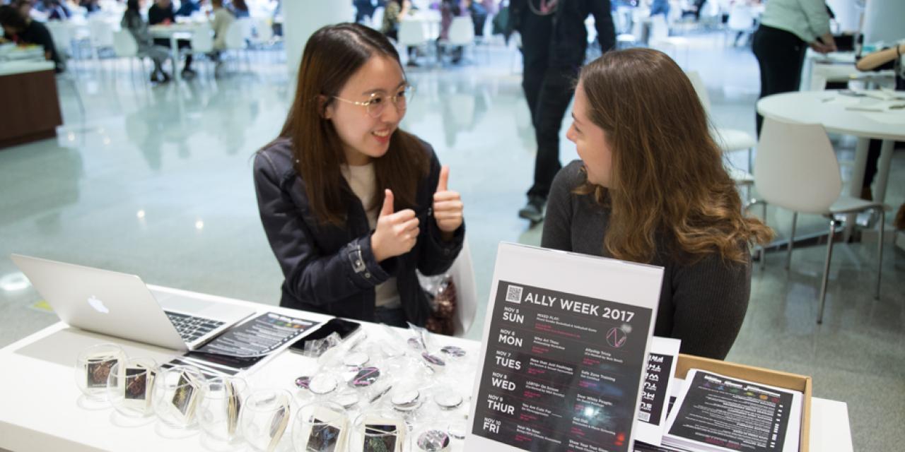 """过去一周,上海纽约大学举办了第五届""""为爱联盟""""周。各项活动促进了文化、性别、种族的多元与平等。  图  Blake Harrell(2021届)陈梦竹(2018届)"""