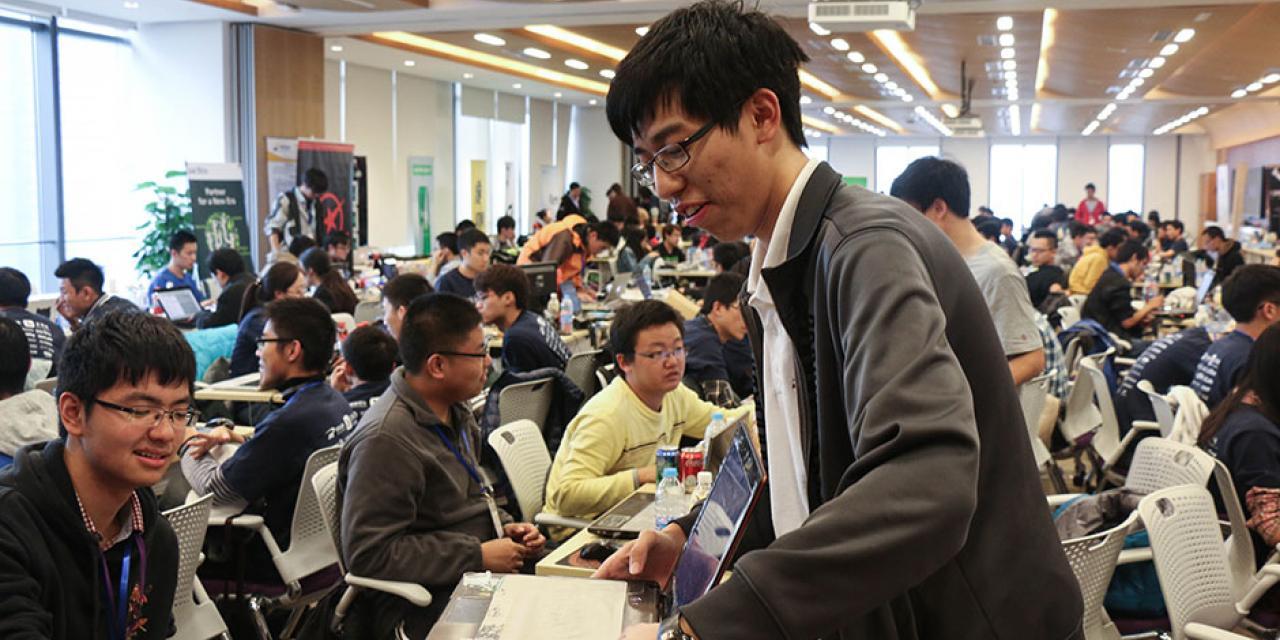 11月15日至16日, 250名来自世界各地的大学生创客高手相聚于上海纽约大学举办的创客武林大会 (摄影: Kadallah Burrowes)