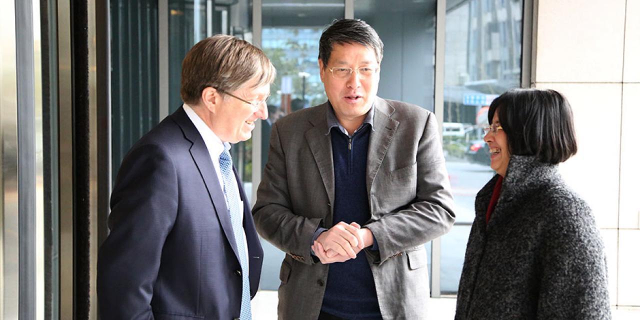 Tiehui Weng, Vice Mayor of Shanghai, visits NYU Shanghai. March 5, 2015. (Photo by Tina Xu)