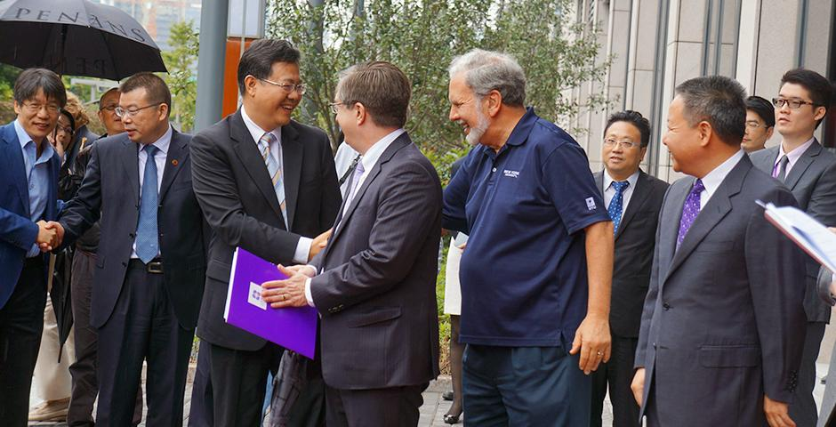 The Official NYU Shanghai Plaque Unveiling Ceremony, October 29, 2014. (Photo by Charlotte San Juan)