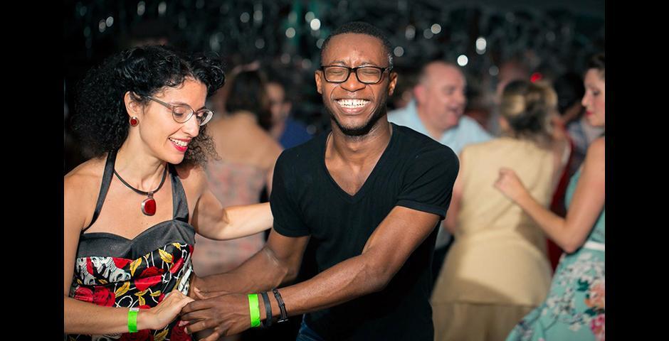 在纽约跳摇摆舞,让我有机会了解这座城市,结识很多朋友。你能看到我笑得那么开心,这是摇摆舞给我带来的欢乐与爱! ——Richard Awuku-Aboagye(纽约)