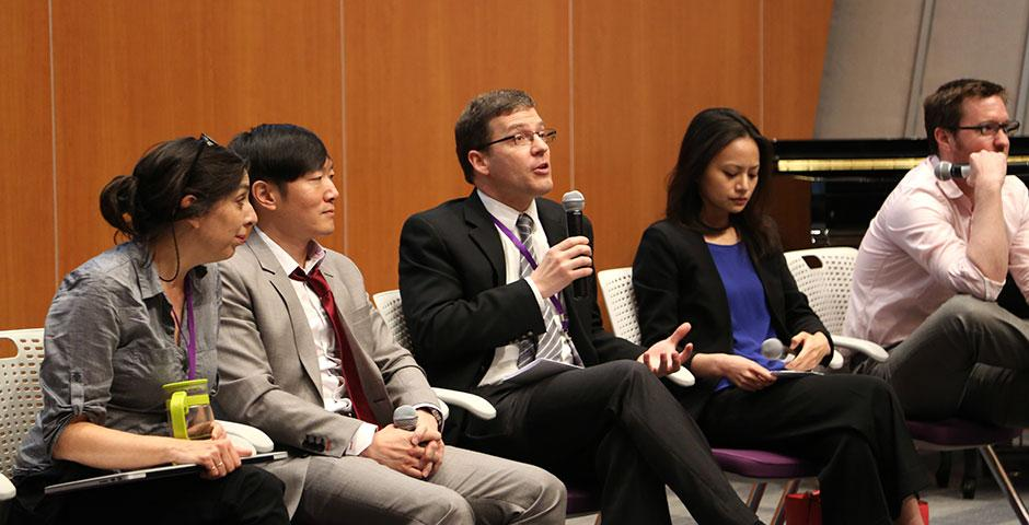 NYU Shanghai's first-ever graduate school panel featured faculty and professionals who provided advice on applying to and attending graduate programs in law, medical, business, and research doctorates. This was followed by a mixer, where panelists and students mingled and chatted. April 24, 2015. (Photo by Fred Wu)