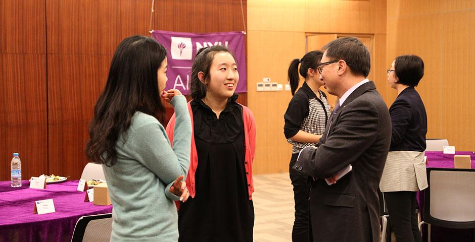 The NYU Alumni Executive Mentor Program, which pairs alumni mentors with current NYU Shanghai students for professional development, launches its inaugural year with a kick-off dinner. Jeff Lehman, Vice Chancellor of NYU Shanghai, praised the participants in their collaboration to improve linkages across the NYU global community. January 29, 2015. (Photo by Annie Seaman)