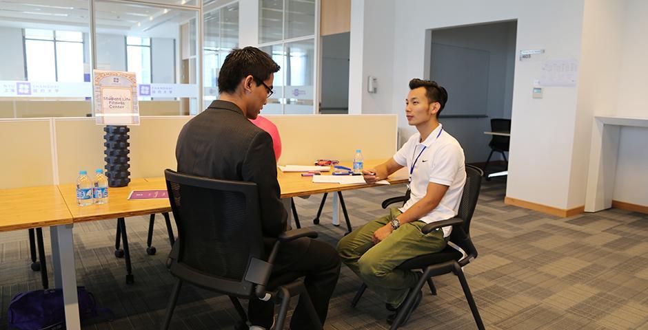 2015年8月29日. 我校的职业发展中心给新生举办了一场校园工作岗位申请的活动,学校非常鼓励大一新生在学习之余积极参与学校的各项工作,学生可以根据个人兴趣自由申请。(摄影:吴眉)