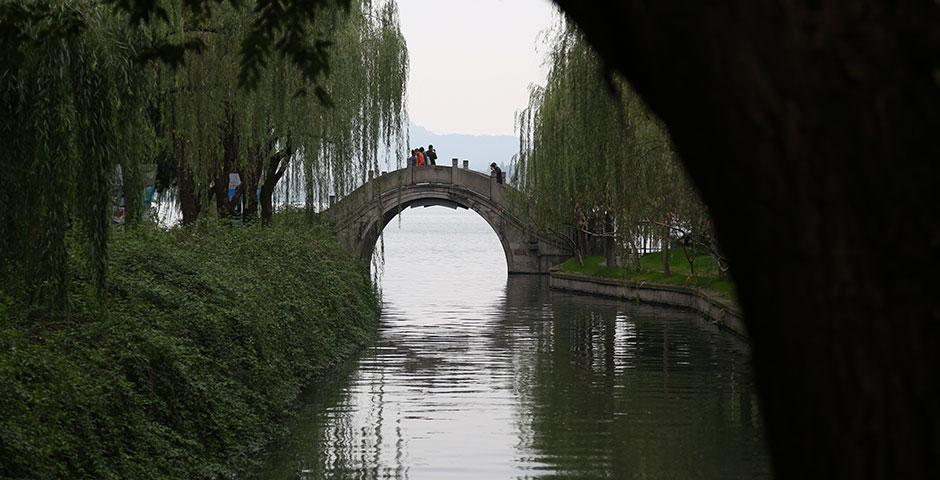 NYU Shanghai students explore the scenery of Hangzhou over Thanksgiving break. November 28, 2014. (Photo by Dylan J Crow)