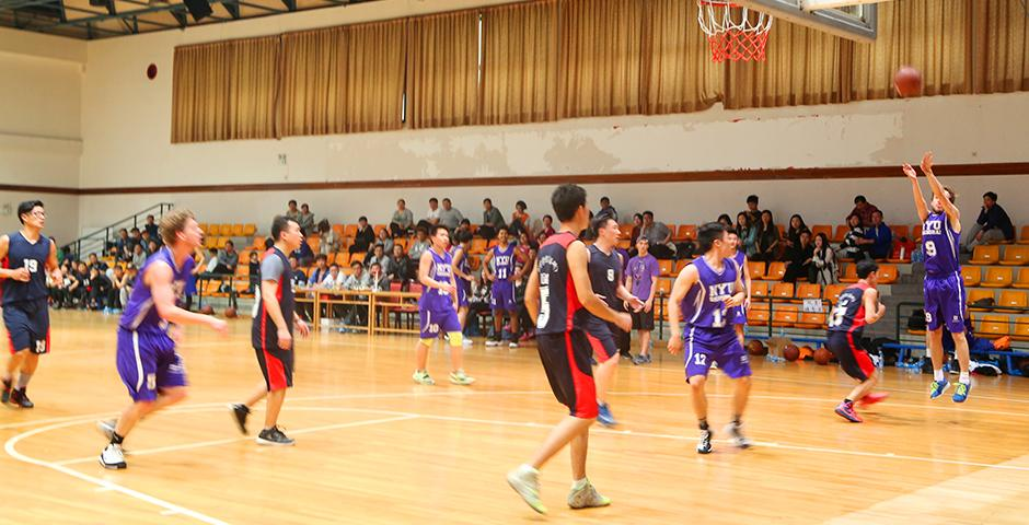 The NYU Shanghai Men's basketball team went toe to toe with Shanghai Normal University on March 5, with the game rallying to a tie at 74-74. (Photo by: Annie Seaman)