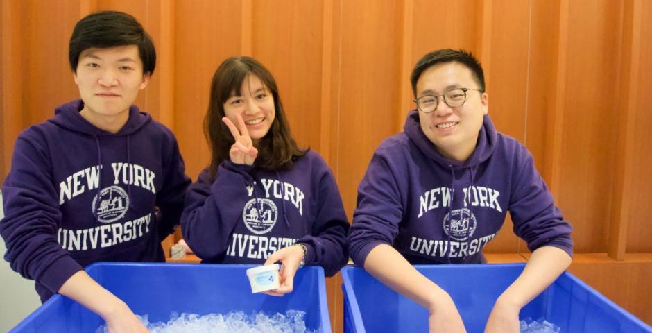 """3月25至29日, 毕业生进行了活动丰富的""""毕业周""""。图为2019届学生刘天纬、Min-Hsuan Huang、黄家琛。"""