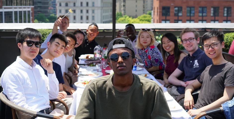 5月4日,毕业生们一起在外滩Kathleen's Bistro吃早午餐,畅谈过去四年的精彩大学生活。