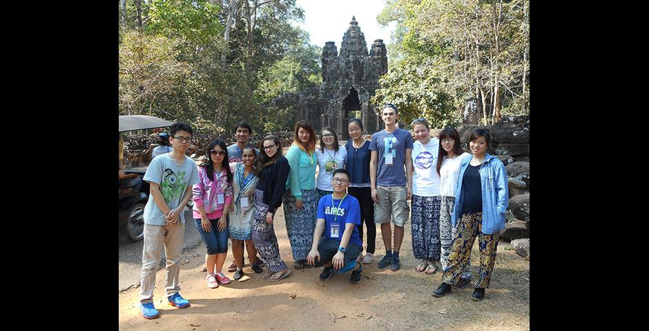Deans' Service Scholars travel to Siem Reap, Cambodia over winter break to collaborate with Project New Hope. January 2015. (Photo by Charlotte Evans)