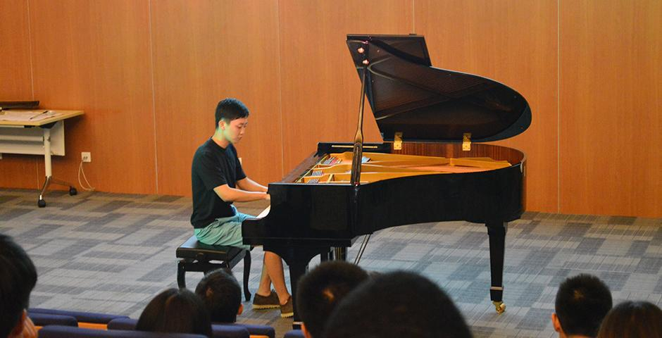 Coffee House Performance on August 26, 2015. (Photo by Xiaoyuan Lu)