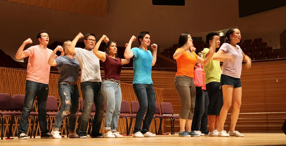 2015年9月11日晚,上海纽约大学在上海交响乐团音乐厅上演了一年一度的Reality Show。演出由12名我校大二学生以青春活泼、富有张力的歌舞剧形式呈现,将真实的大学生活搬上舞台。 (摄影:Ewa Oberska)