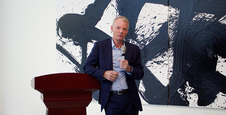 NYU Shanghai students met with the Nobel Laureate Michael Spence on Oct. 27, 2015.  (Photo by: Leidy Tapasco)