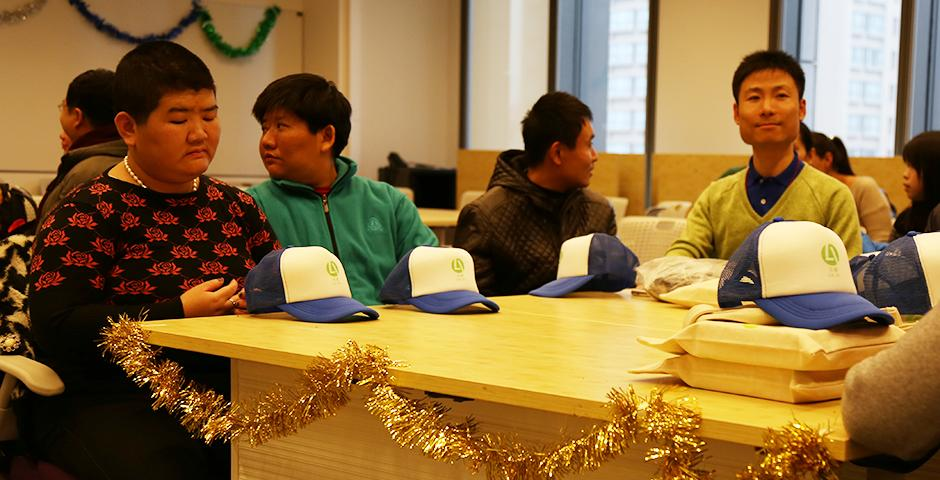On the afternoon of December 10, the NYU Shanghai community welcomed members of the Lujiazui and Jinqiao Sunshine House to celebrate the coming holiday season by exchanging handmade gifts, sharing holiday stories and singing songs together. (Photo by: NYU Shanghai)