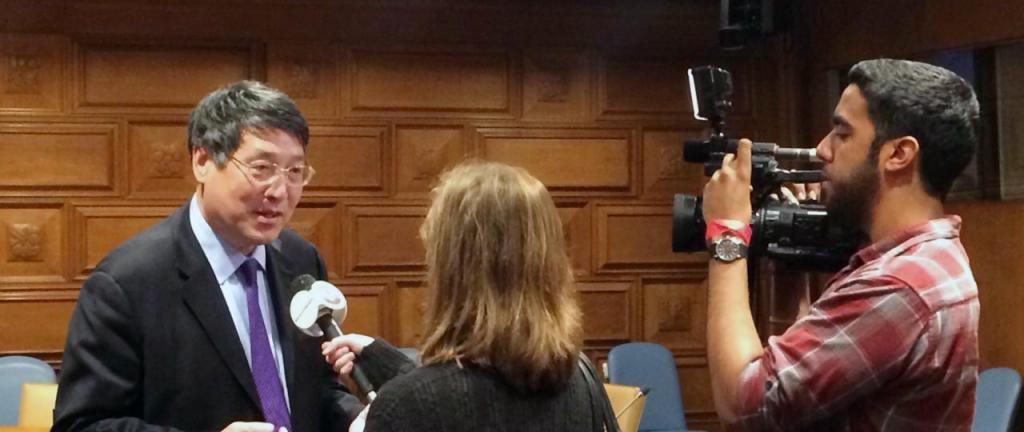 2015年5月21-22日, 上海纽约大学校长俞立中应邀分别在联合国及纽约华美协进社演讲。俞校长在演讲中以上海纽约大学的全球化教育为主题, 对全球化时代的高等教育改革与创新作了深入探讨。 (摄影:毕蔚)