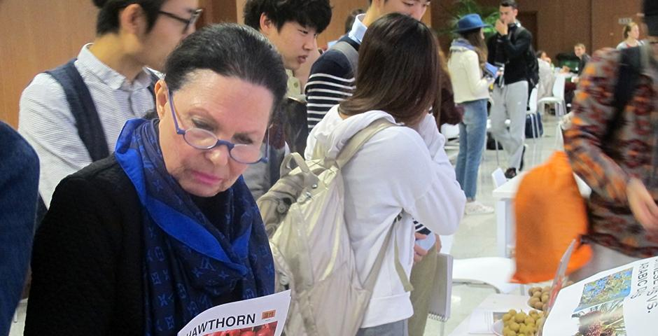 Chinese Fruit Tasting, an opportunity to learn about their nature and function in Chinese medicine on November 2nd, 2015. (Photo by NYU Shanghai)