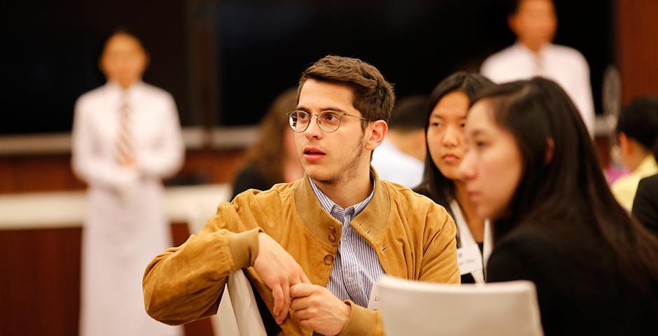 """2015年11月2日晚,上海纽约大学教育发展基金会举办首届""""炬力·筑梦""""年度奖学金晚会。 (摄影:NYU Shanghai)"""