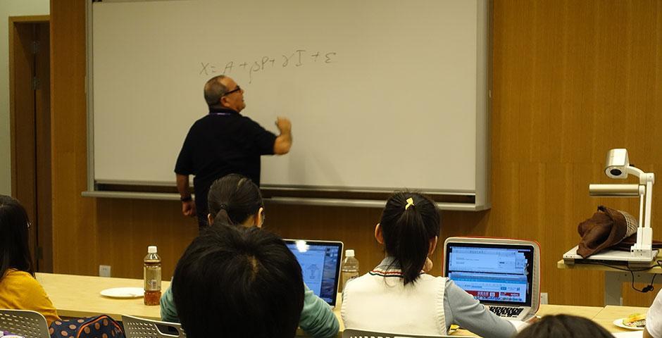 Professor Moshe Kim speaks on the relationship between economics and mathematics. November 24, 2014. (Photo by Yilun Yan)