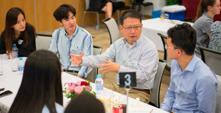 Six mentors, 30 current mentees and 3 returning mentees attended the kick-off dinner for the NYU Alumni Executive Mentor Program on October 11. This year, we have 31 mentors with expertise spanning from arts, law, finance, media, entrepreneurship, technology, healthcare and other industries. (Photo by: NYU Shanghai)