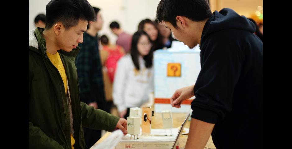 每学期的期末秀都能展现学生在技术、艺术、个人思考上的进步。