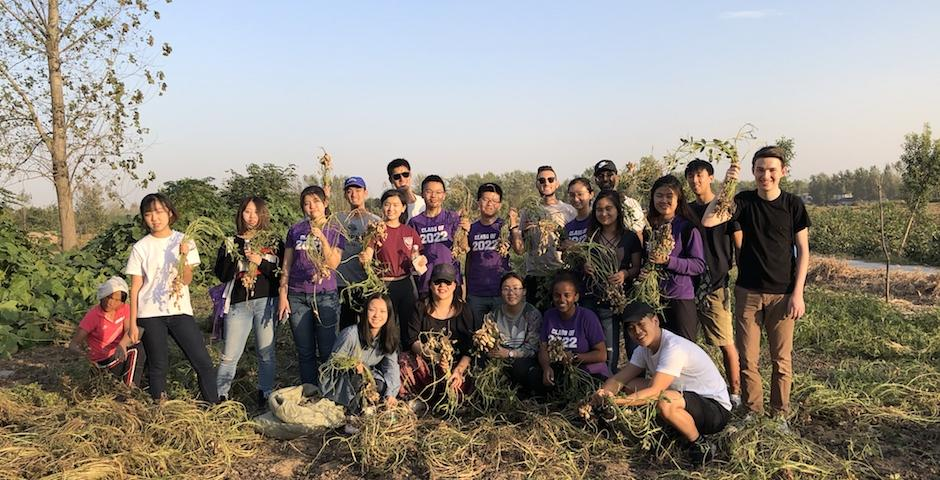 During the recent National Week break, 18 student members of the Deans' Service Corps (DSC) and two staff members traveled to Zhoukou, Henan province, to spend five days helping children and families in rural villages that have been impacted by HIV and AIDS. (Photo provided by Chi Heng Foundation)