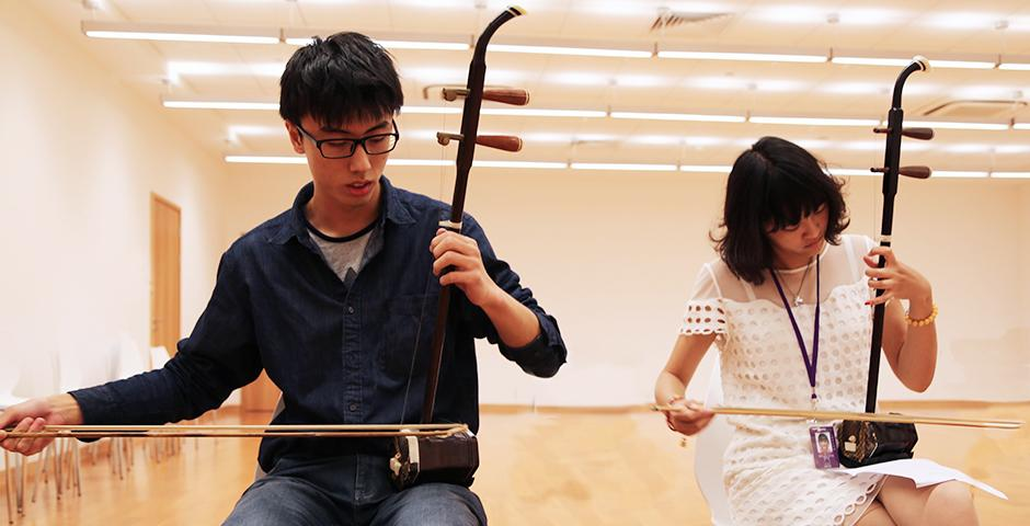 Students practice playing the traditional Chinese instrument, the Er Hu, October 20, 2014. (Photo by Annie Seaman)