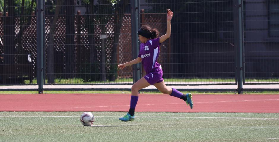 The first half of the game was intense. Although NYU Shanghai were dominating the field with full control of the ball, USST did a great job of defending against the team's strikes.