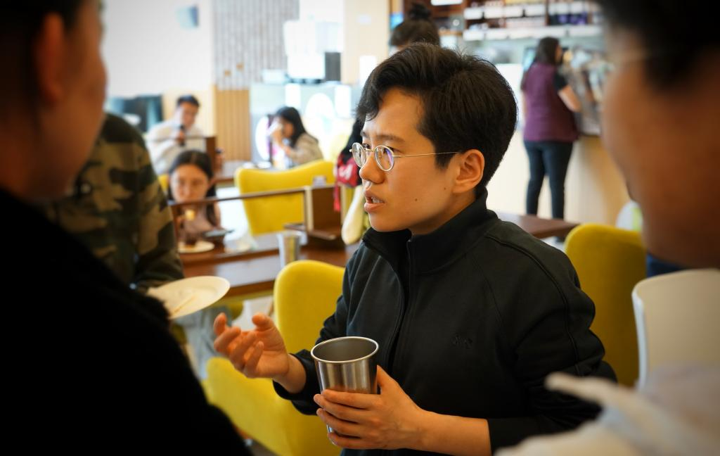 """Students got to meet and engage in person with TEDxNYUShanghai speakers during a """"Tea Break"""" in the campus cafe."""