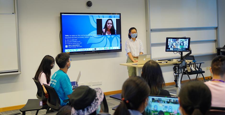 工作坊现场共有15名中国学生和1名韩国学生,另有8名国际生远程参加。