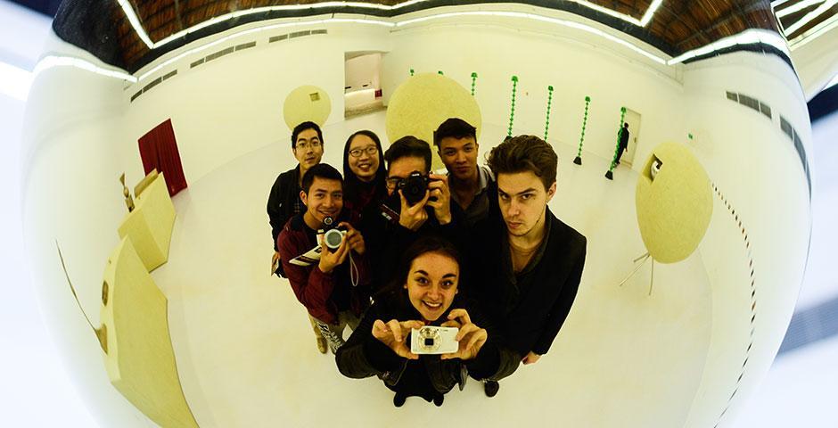 NYU Shanghai students visit contemporary art district 50 Moganshan Road (M50). November 16, 2014. (Photo by Noel Konagai)