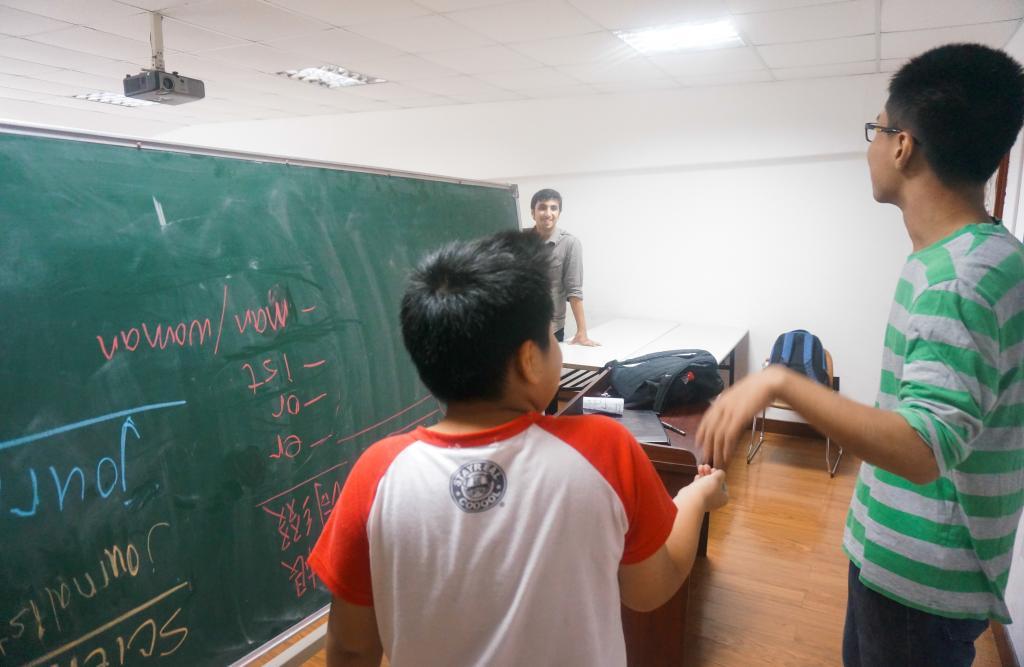 Raising Community Volunteer Work, September 20, 2014 (Photo by Zhijian Xu)