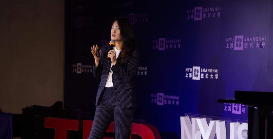 鼓励更多女性投身STEM领域的Ladies Who Tech组织发起人之一Jill Tang,呼吁重新审视女性在科技领域的角色。她指出,性别多元化程度较高的企业,比女性员工较少的企业有更好的表现。尽管如此,担任高层管理职务的女性数量明显少于男性,性别收入差距也仍在扩大。她也鼓励更多男性推动科技领域的性别平等。